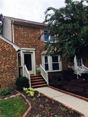 Photo of 320 Middle Oaks Drive, Chesapeake, VA 23322
