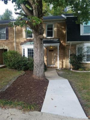 Photo of 340 Middle Oaks Drive, Chesapeake, VA 23322