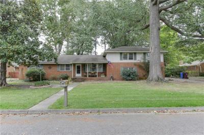 Photo of 1241 Kingsway Drive, Chesapeake, VA 23320