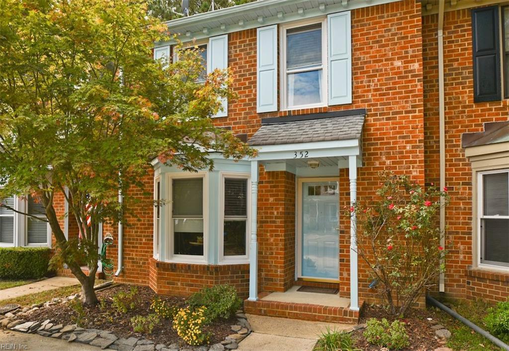 352 Middle Oaks Drive, Chesapeake, VA 23322