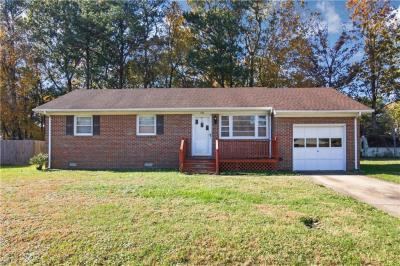 Photo of 138 W Royce Road, Chesapeake, VA 23322