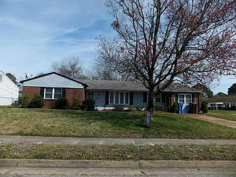 1201 King Arthur Drive, Chesapeake, VA 23323