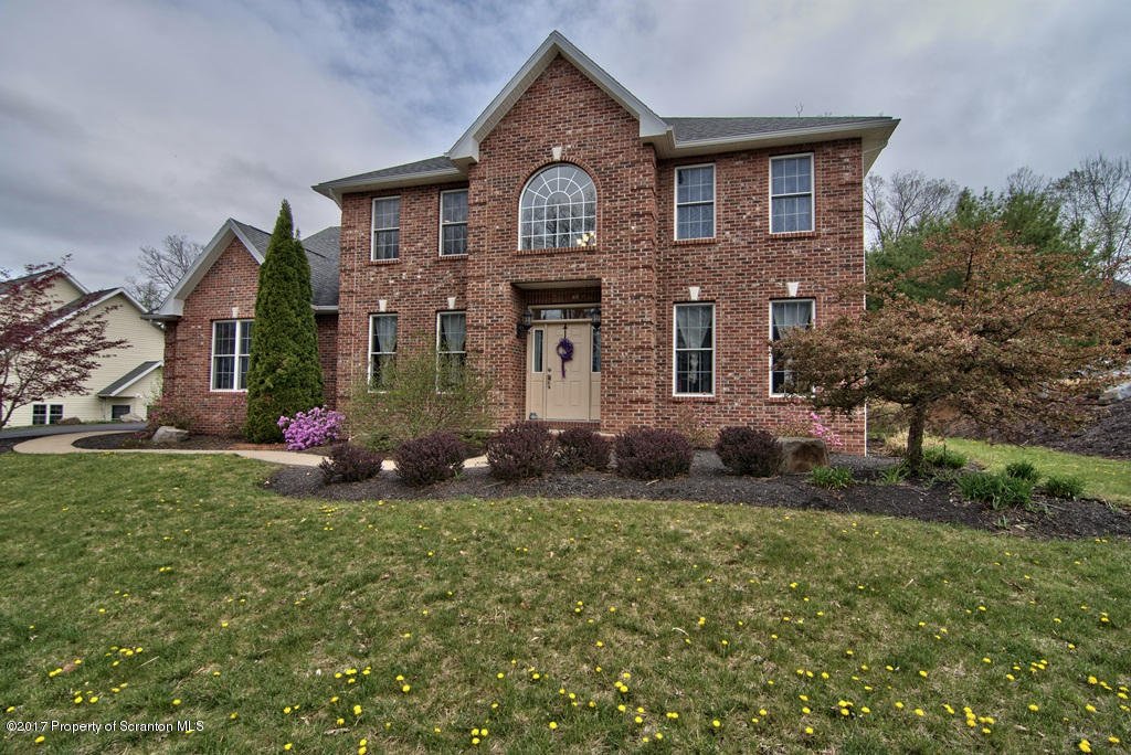 38 Oneill Dr, Moosic, PA 18507