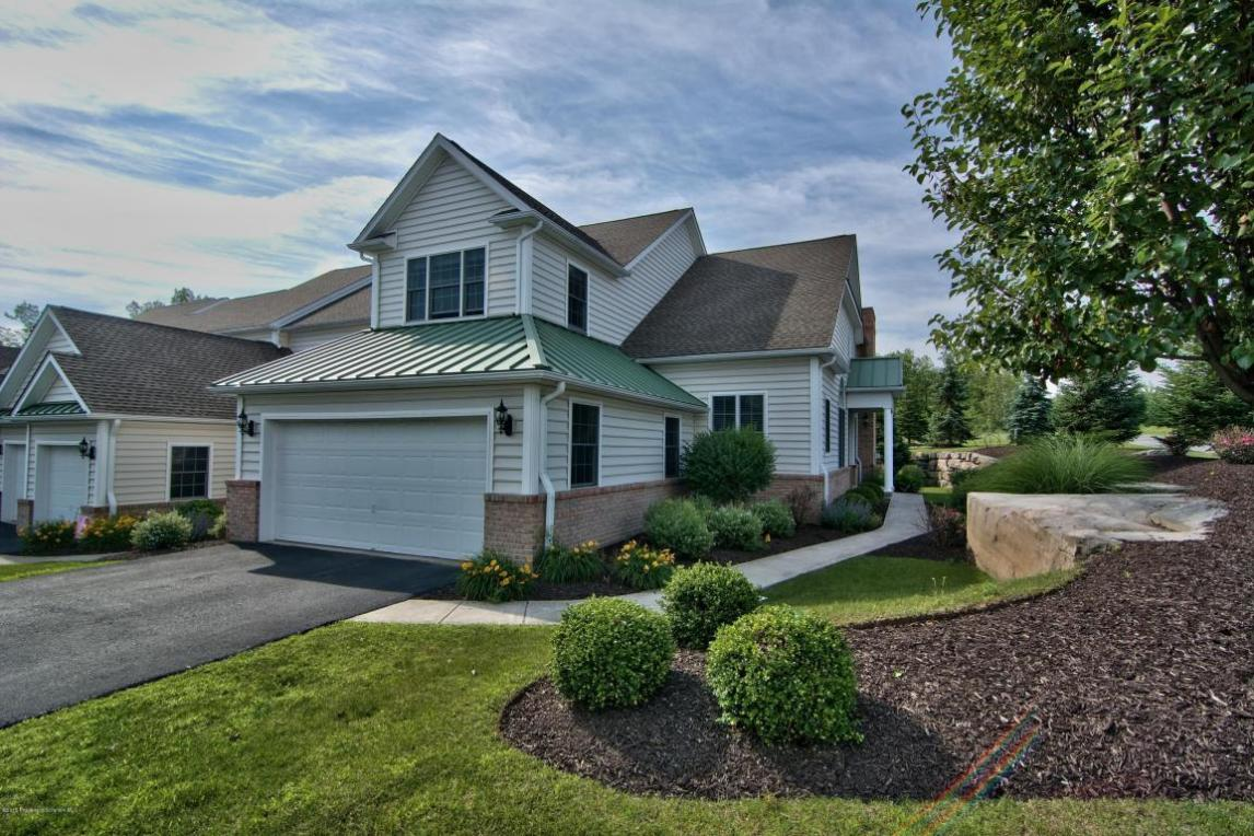 2206 Robinson Close, Moosic, PA 18507