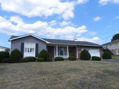 4 Colonels Rd, Hanover Twp, PA 18706