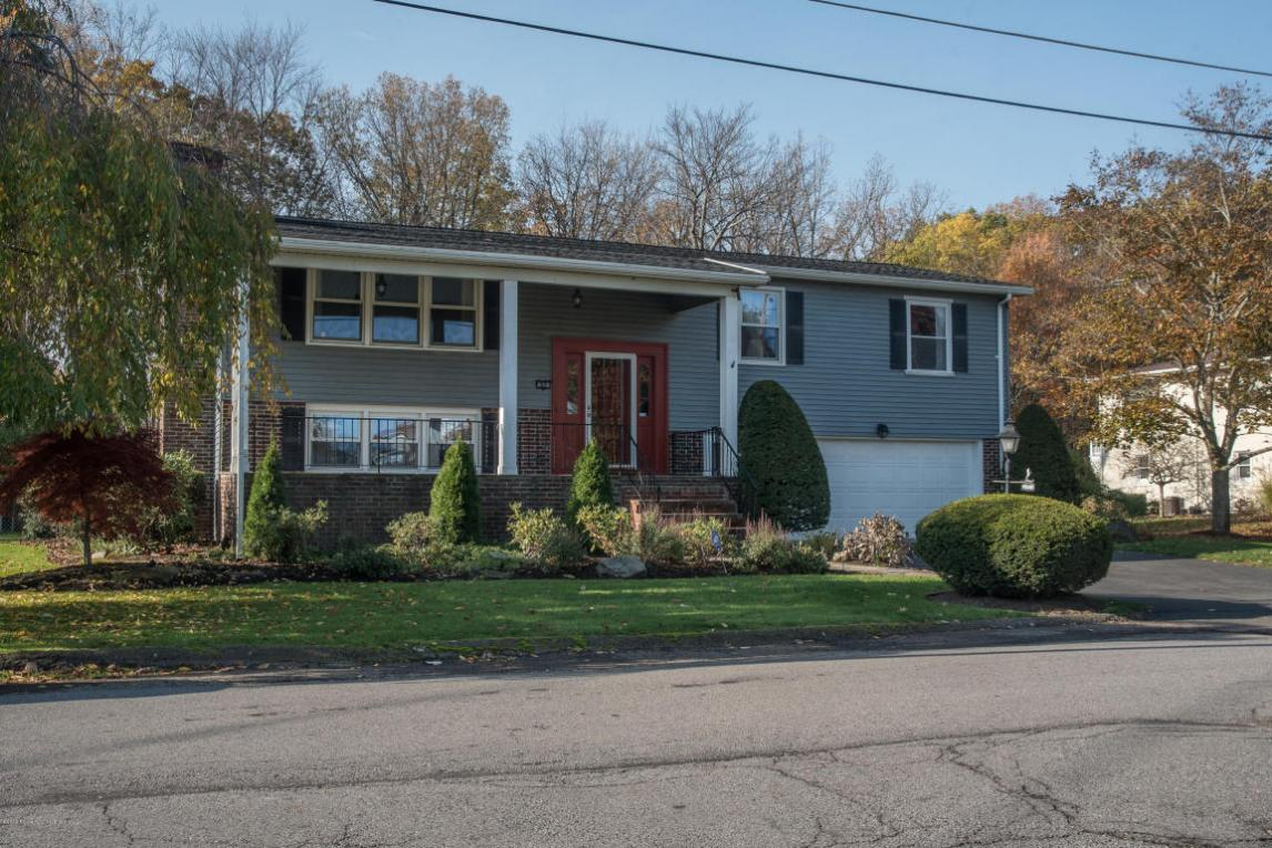 23 Driftwood Dr, Clarks Summit, PA 18411