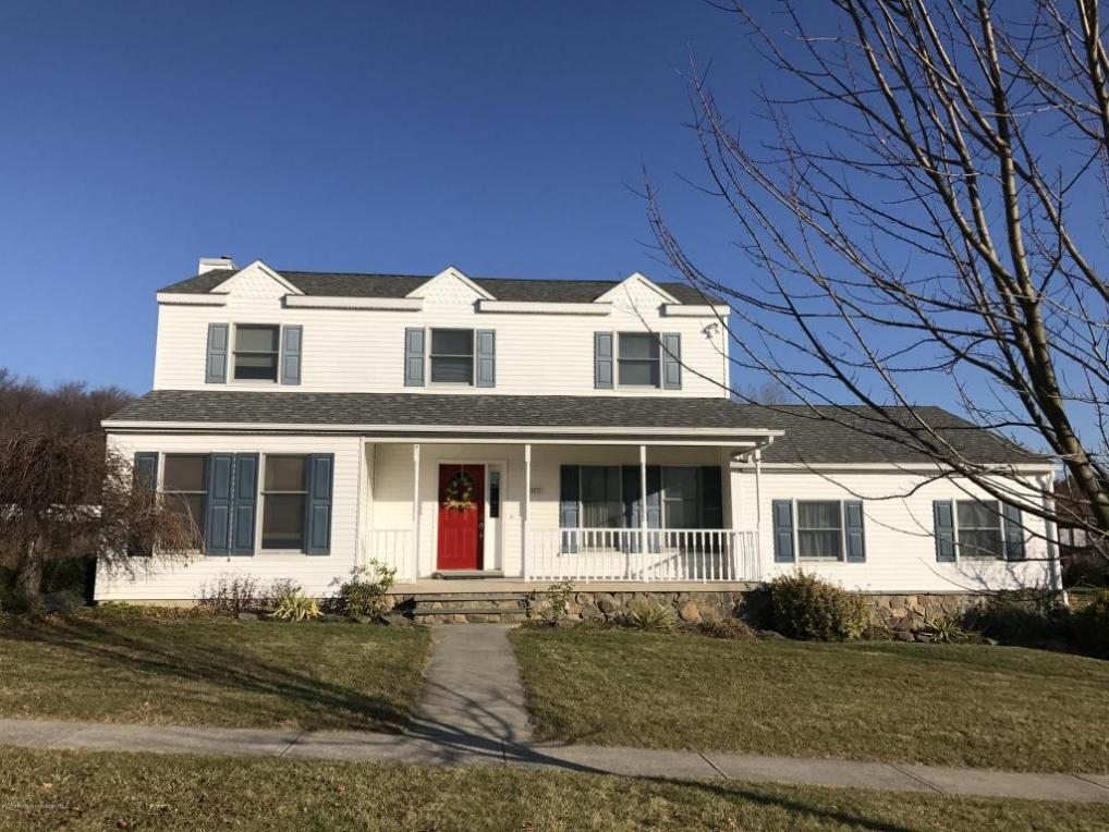 202 Sunrise Blvd, Moscow, PA 18444