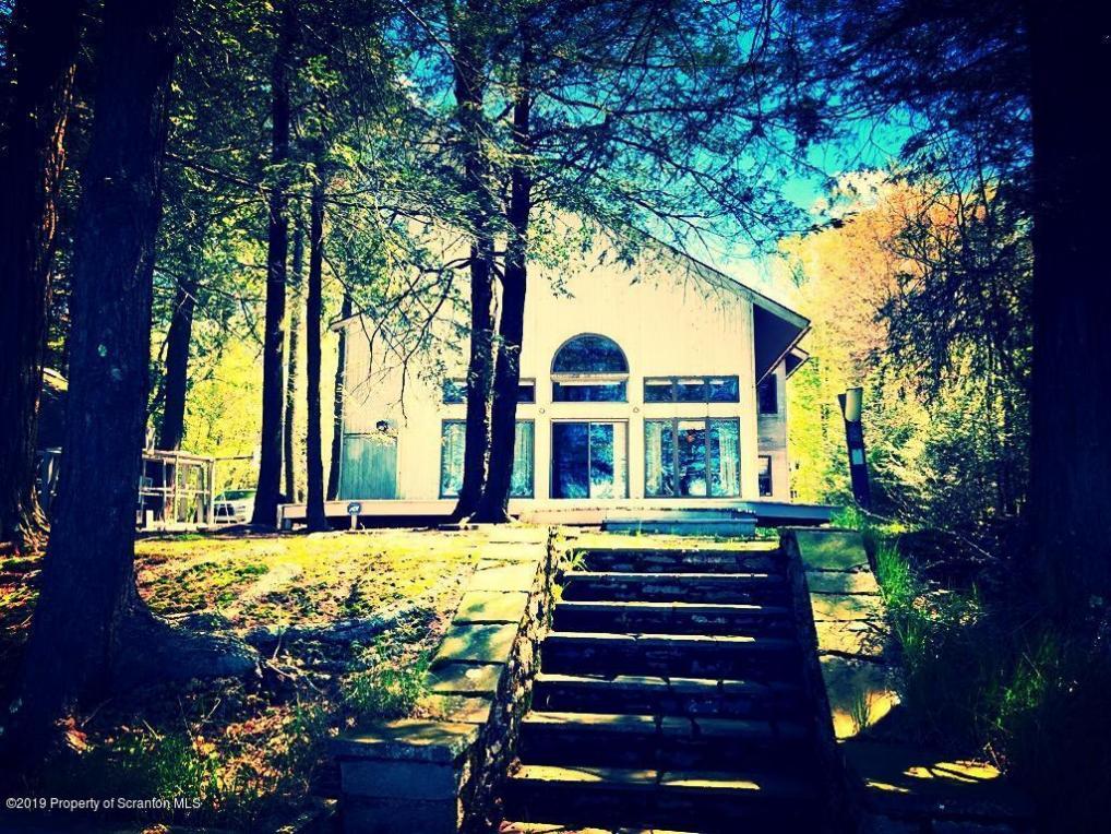 1221 Crystal Lake Road, Carbondale, PA 18407