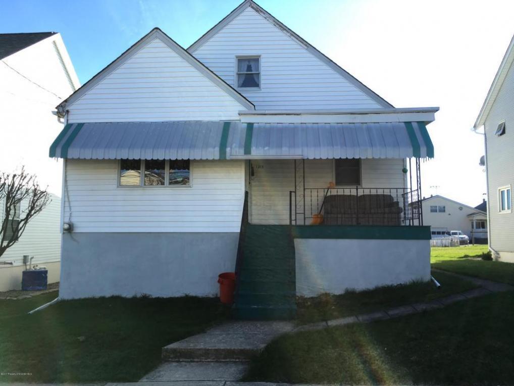 1215 Reynolds Ave, Taylor, PA 18517