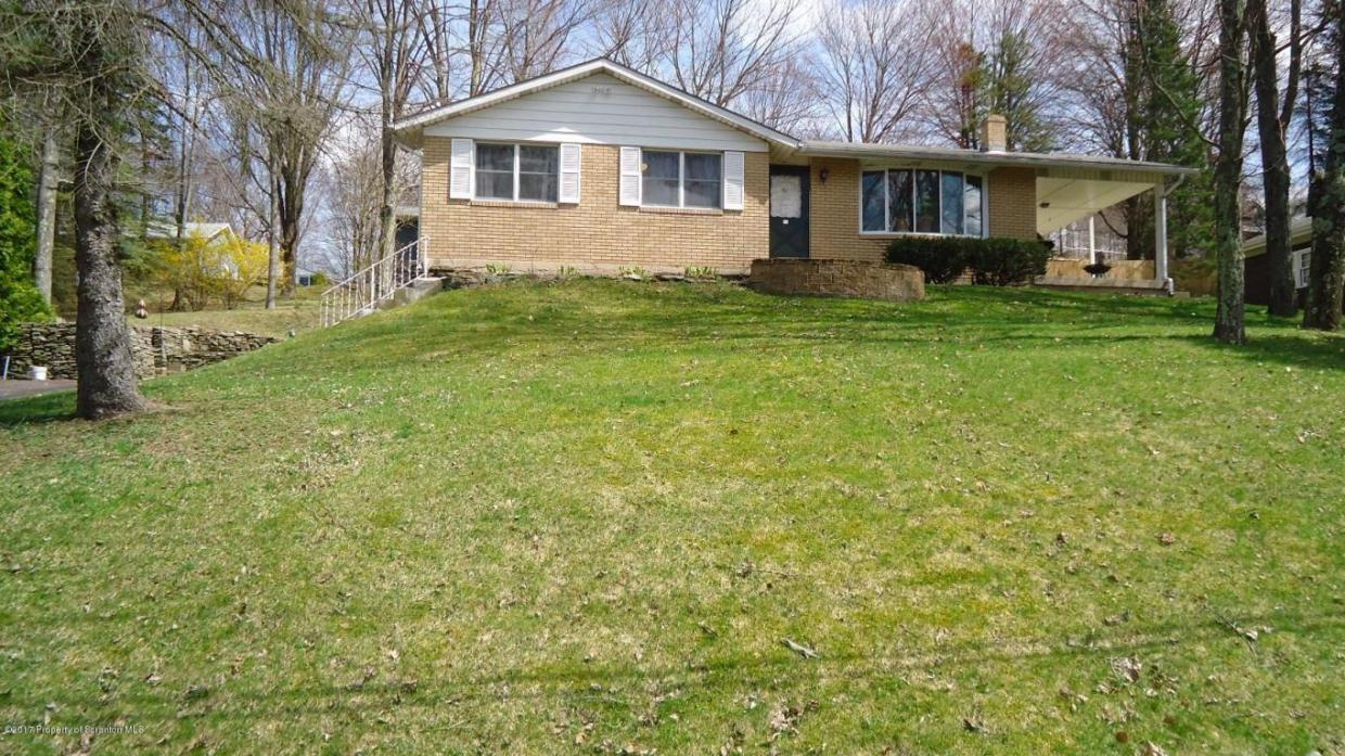15 Sunset Ave, Honesdale, PA 18431