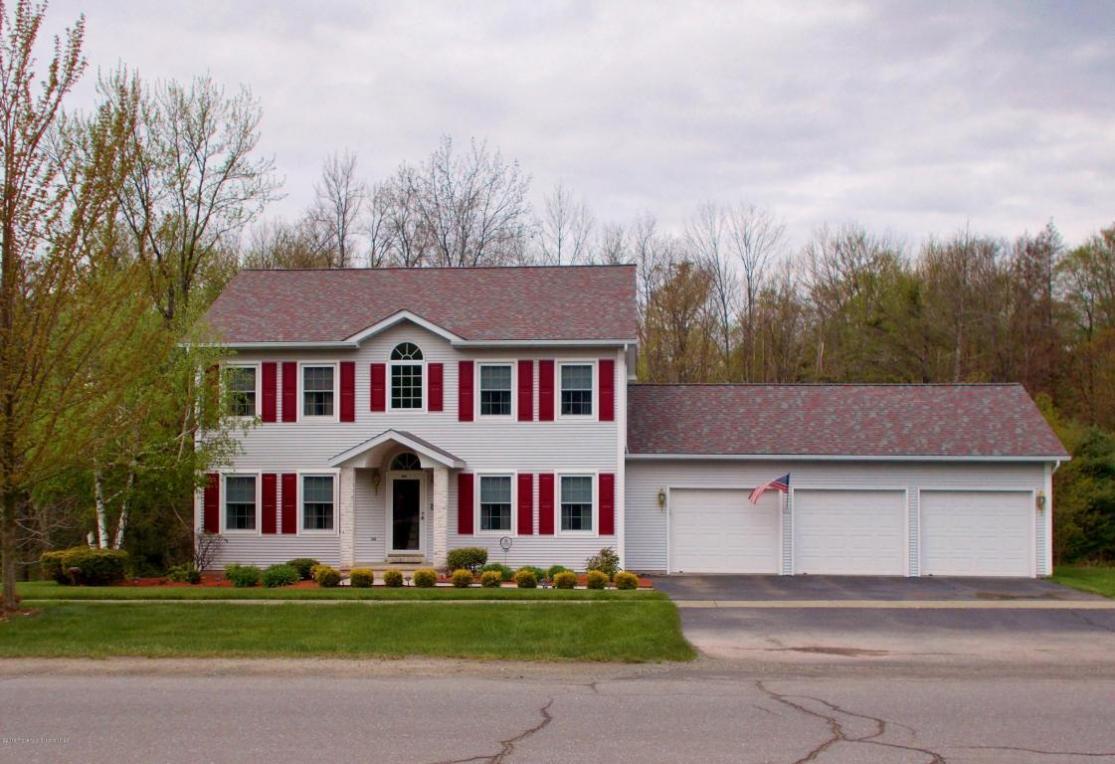 305 Autumn Dr, Moscow, PA 18444