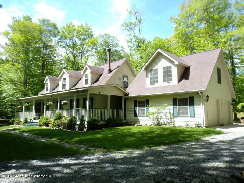 18 Maurice Dr, Gouldsboro, PA 18424