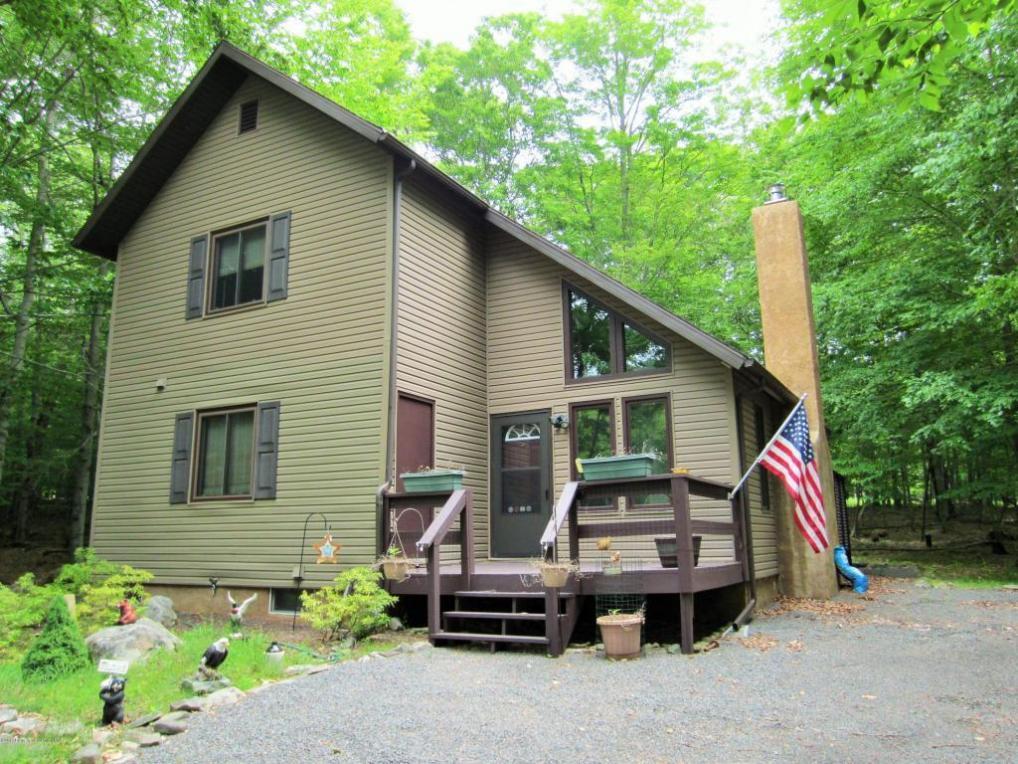 24 Mountain Glen Dr, Gouldsboro, PA 18424