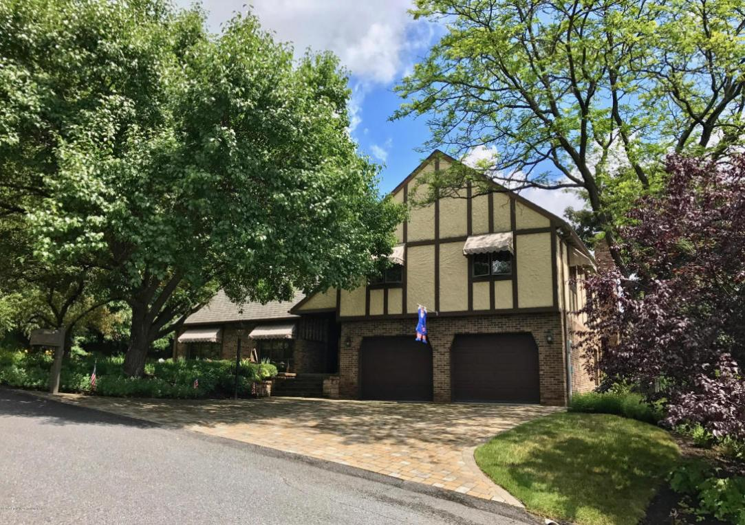 204 Amherst Dr, Dickson City, PA 18519