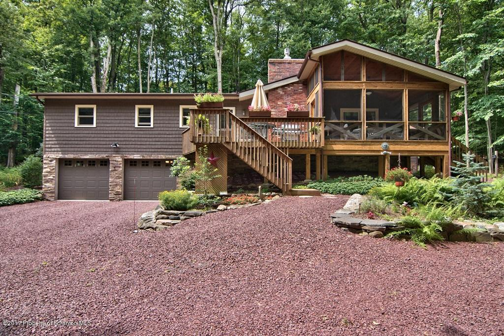 13 Lakeview Ct, Gouldsboro, PA 18424