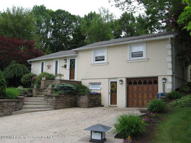 906 Woodlawn Ave, Clarks Summit, PA 18411