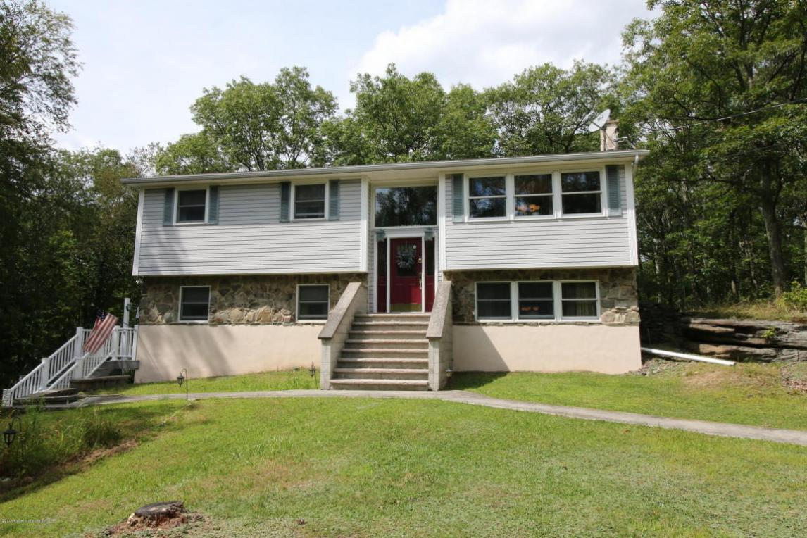 2808 Rock Dr, Clarks Summit, PA 18411