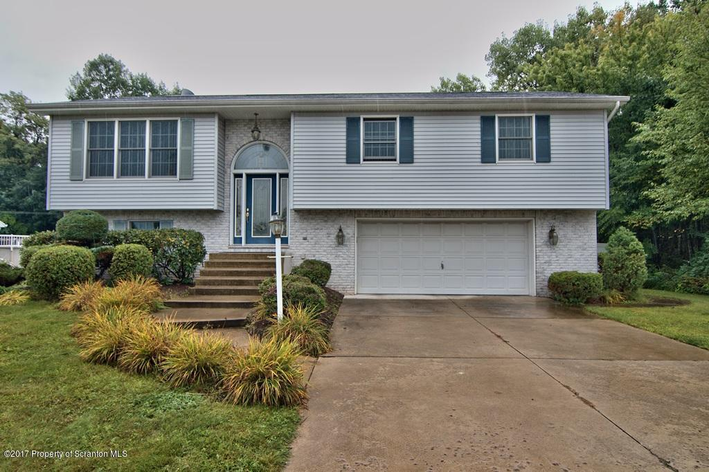 136 Northpoint Dr, Olyphant, PA 18447