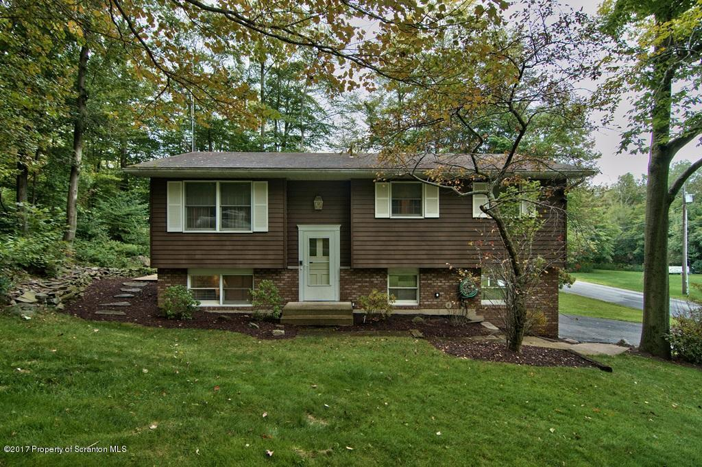 113 Hollow Dr, Roaring Brook Twp, PA 18444