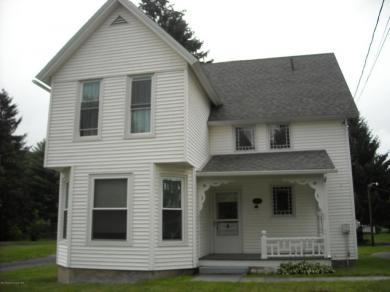 67 State St, Nicholson, PA 18446