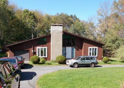 Photo of 1295 Becks Crossing Rd, Moscow, PA 18444
