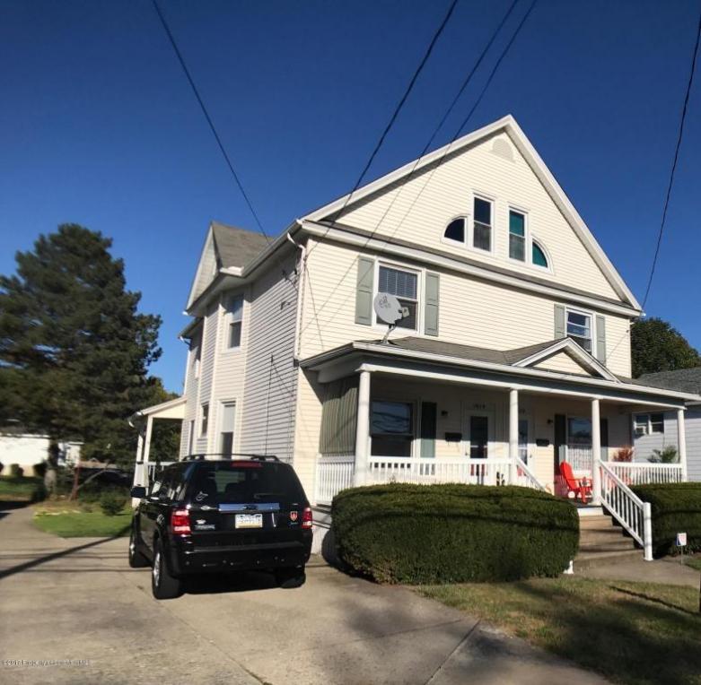 1014 W Lackawanna Ave, Blakely, PA 18447