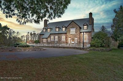 Photo of 7000 Country Club Lane, Dalton, PA 18414
