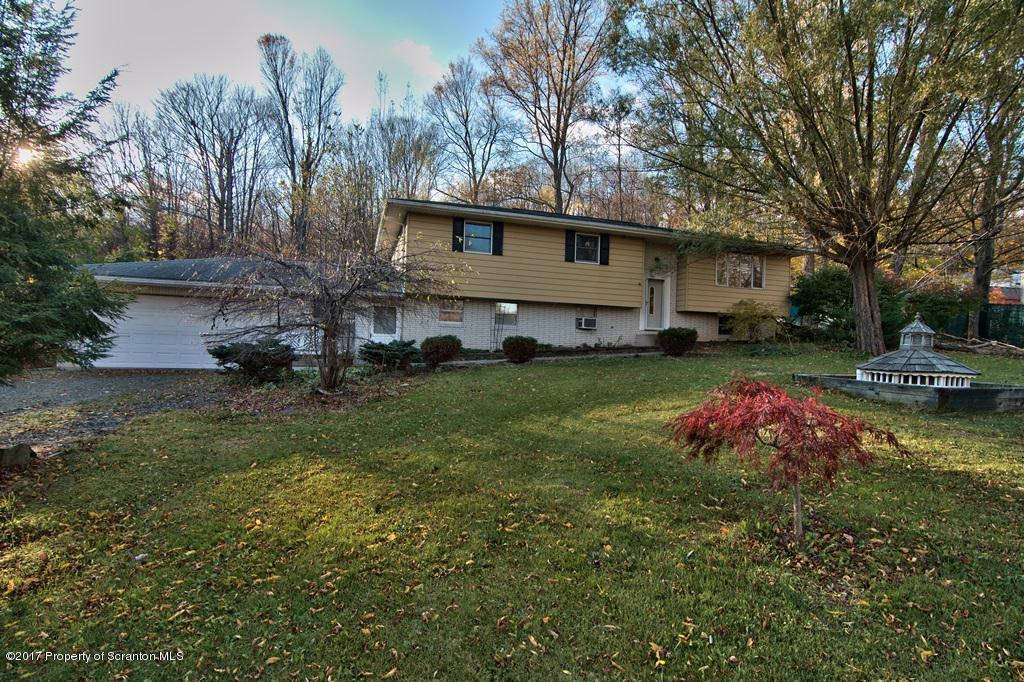 560 Maple Grove, Moscow, PA 18444