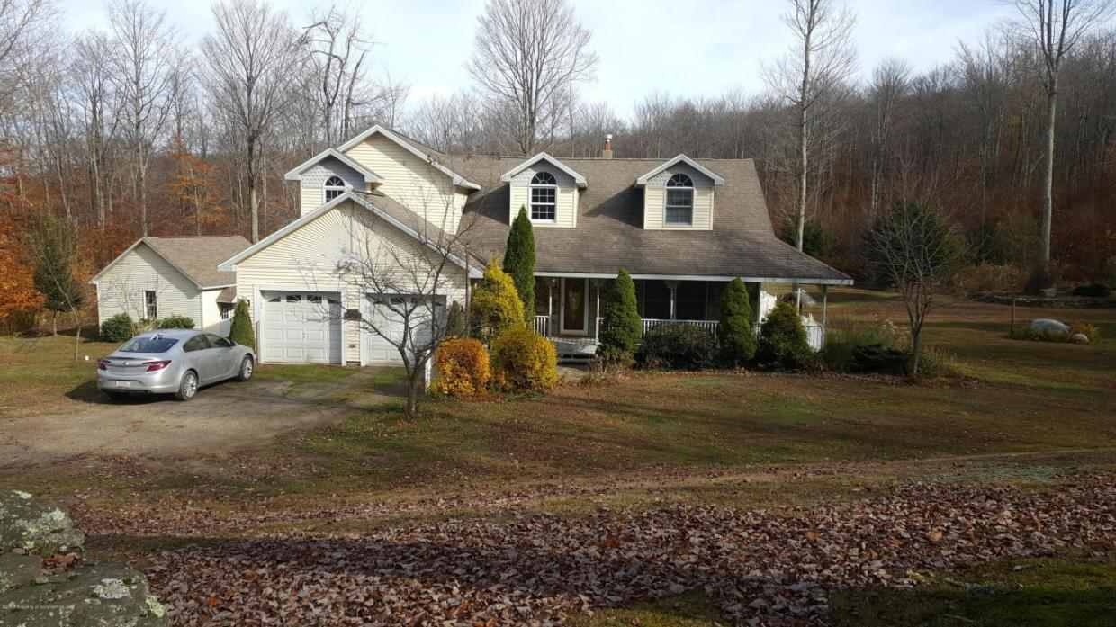 875 Flat Rock Rd, Forest City, PA 18421