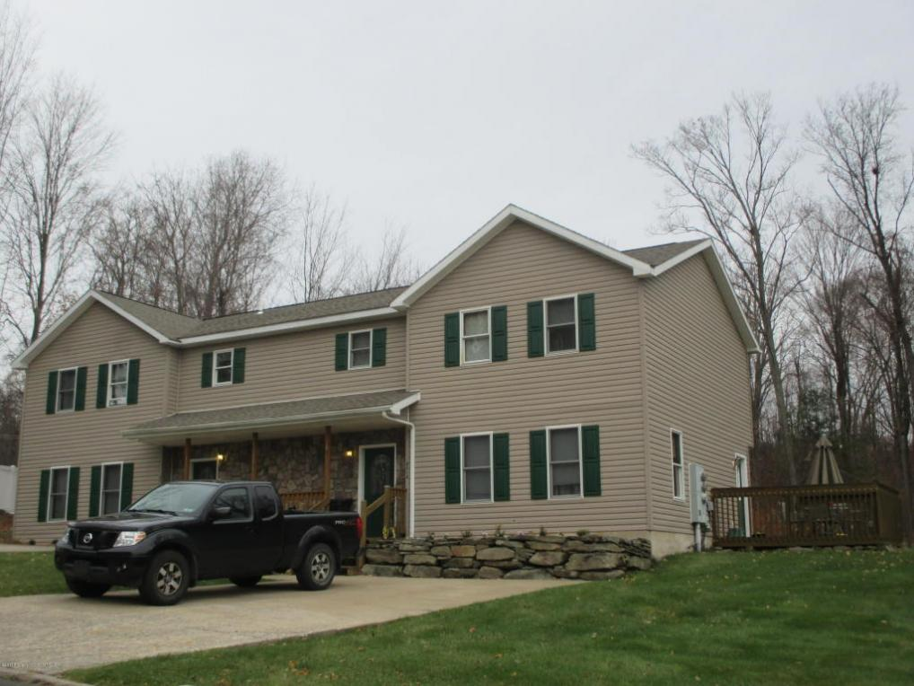4014 Pond View Dr, Clarks Summit, PA 18411