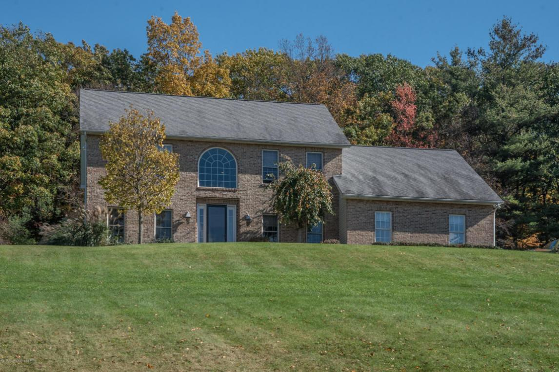 1545 Forest Acre Dr, Clarks Summit, PA 18411