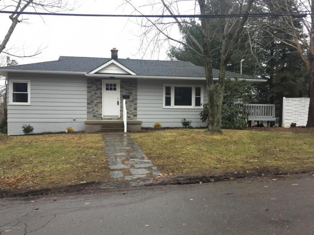 101 Pequest Dr, Waverly Twp, PA 18411