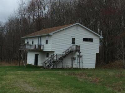 Photo of 140 Private Dr, Moscow, PA 18444