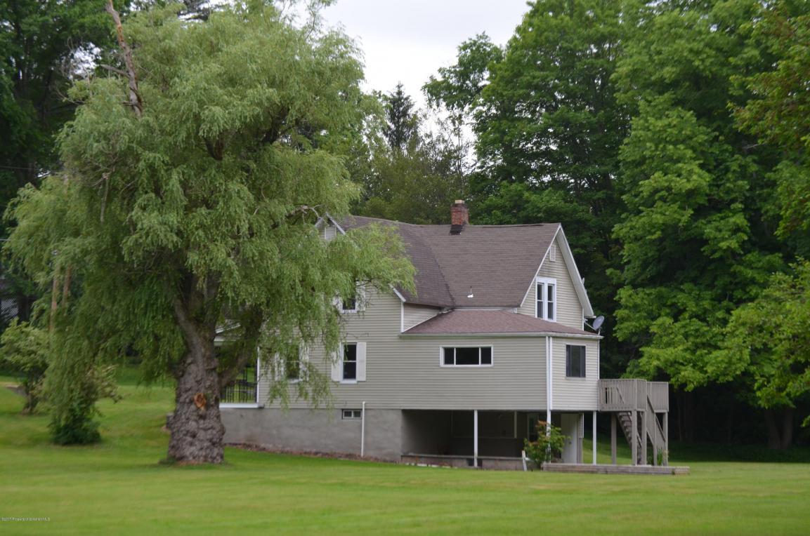 424 S Turnpike Rd, Dalton, PA 18414