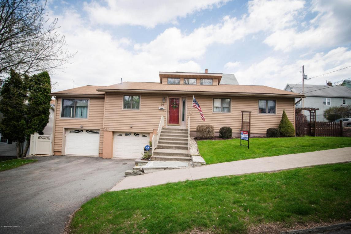 95 7th Ave, Carbondale, PA 18407