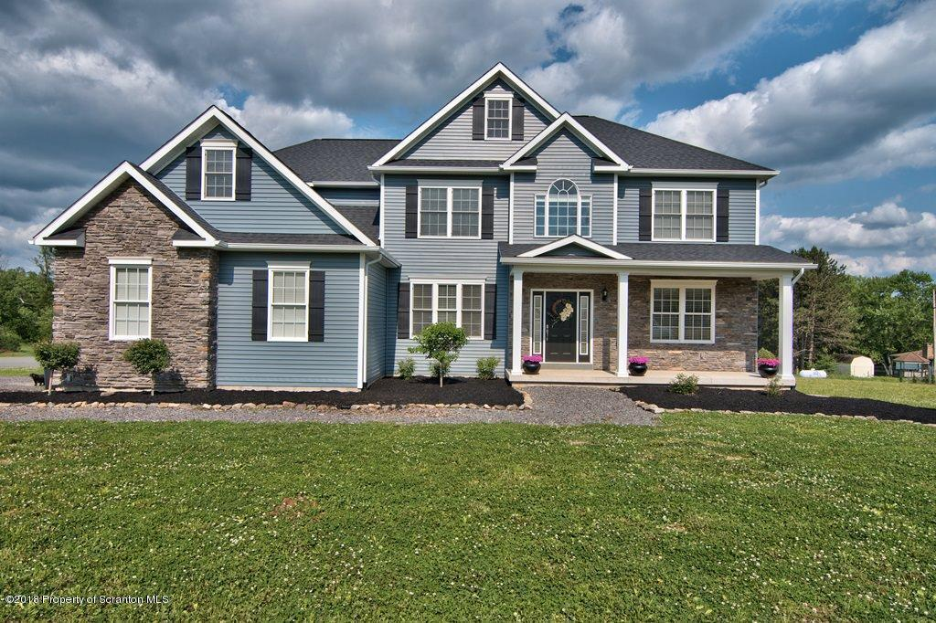 102 Golden Oak Drive, Covington Twp, PA 18444