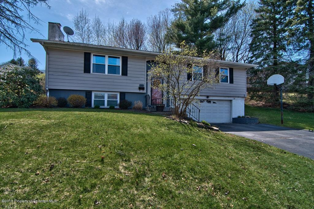 300 Carnation Dr, Clarks Summit, PA 18411