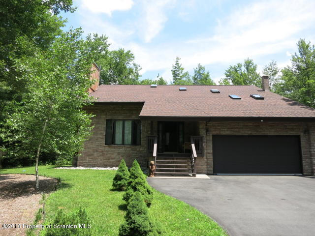 20 Lakeview Timbers Dr, Gouldsboro, PA 18424