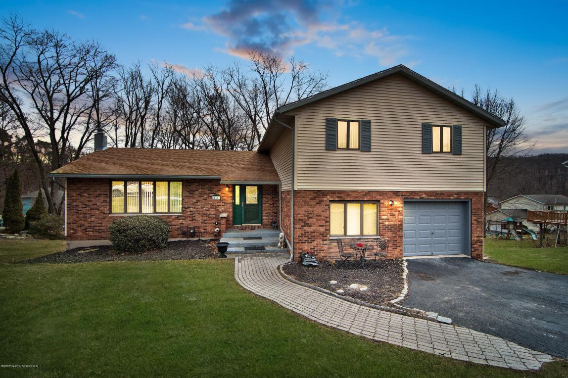 166 E Edgewood Dr, Clarks Summit, PA 18411