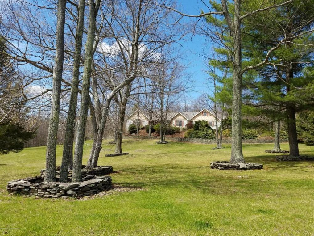 225 Smith Dr, Hallstead, PA 18822