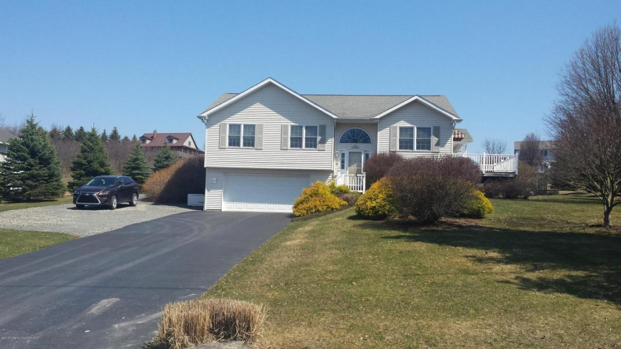 177 Lakeview Ave, Greenfield Twp, PA 18407