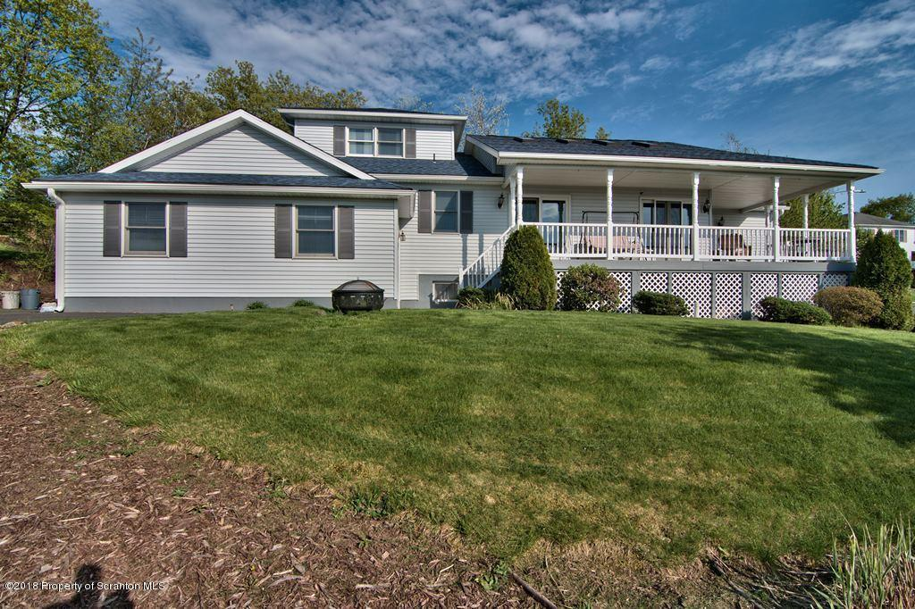 1302 Mt Laurel Dr, Scranton, PA 18505