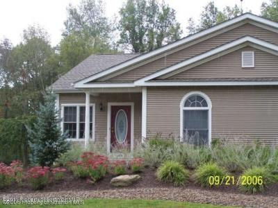 Photo of 4015 Pondview Dr, Clarks Summit, PA 18411
