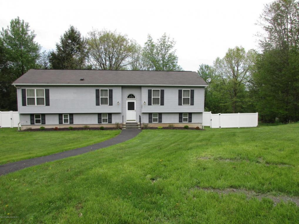 139 Hillview Drive, Factoryville, PA 18419