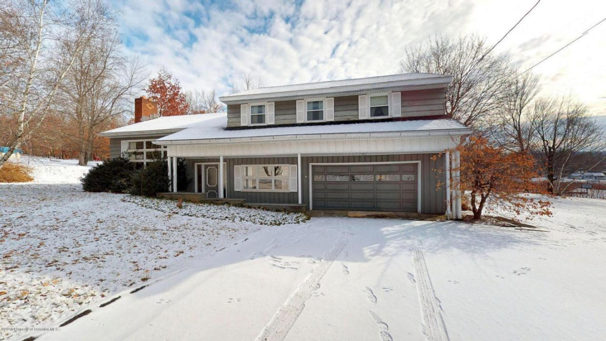184 Sturges Rd, Blakely, PA 18452