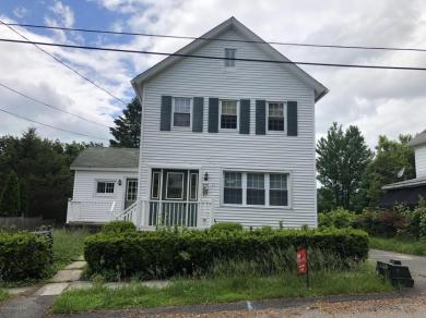 11 Gilbert St, Carbondale, PA 18407