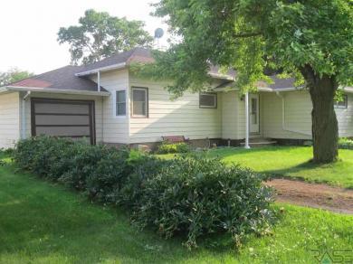 451 W Wood St, Canistota, SD 57012