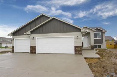 2913 S Lucerne Ave, Sioux Falls, SD 57106