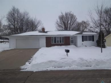 1022 W Fairview Dr, Luverne, MN 56156