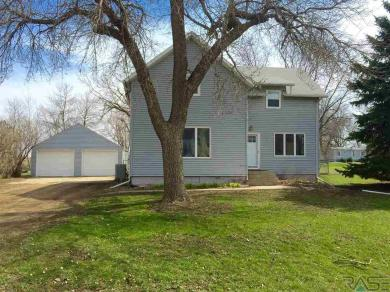830 N 4th Ave, Canistota, SD 57012